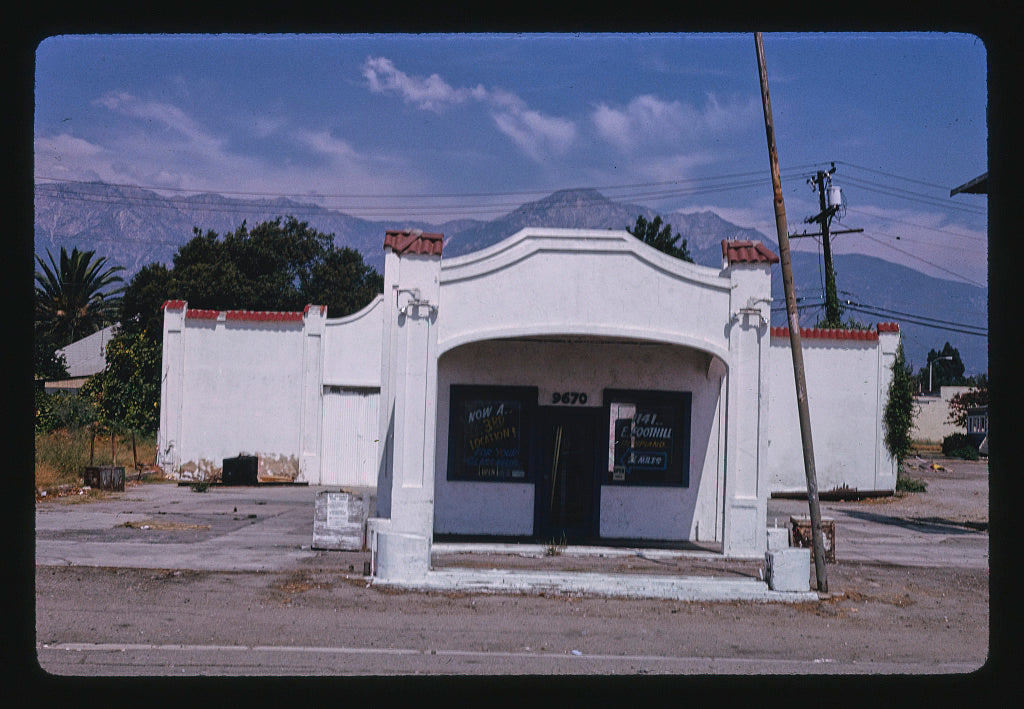 8 x 12 Photo of Richfield Station, Cucamonga, California 1991 Margolies, John 27a