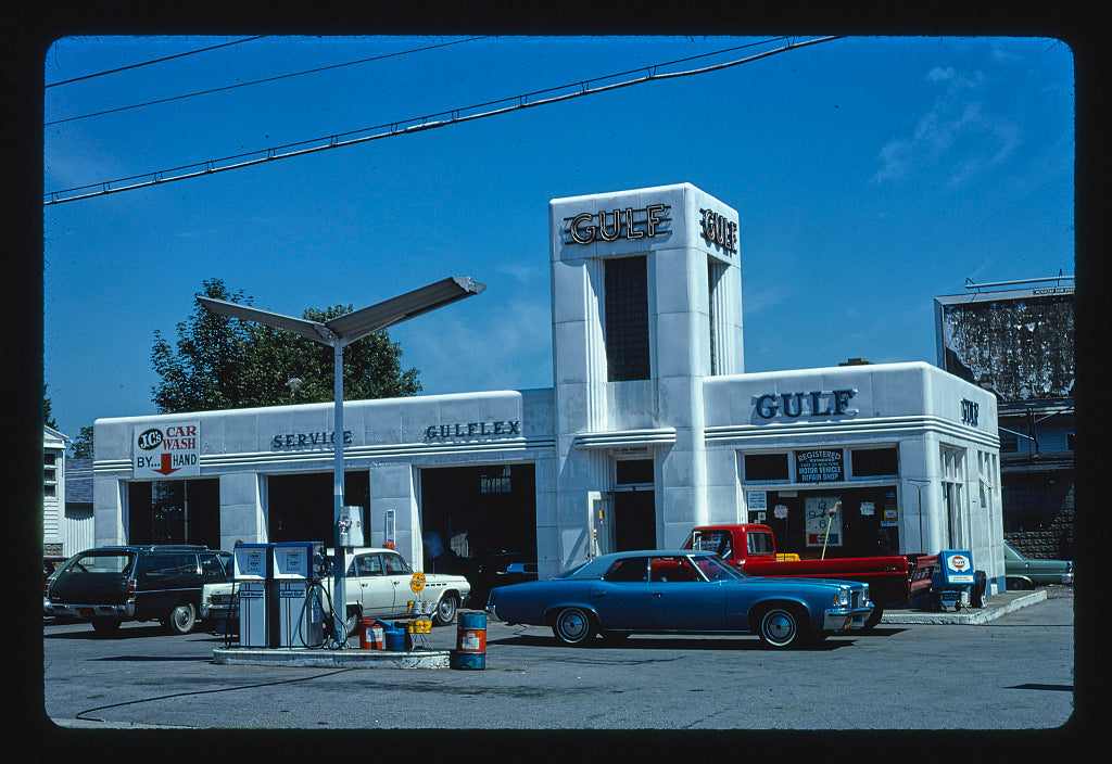 8 x 12 Photo of Boulevard Gulf, Kingston, New York 1976 Margolies, John 46a