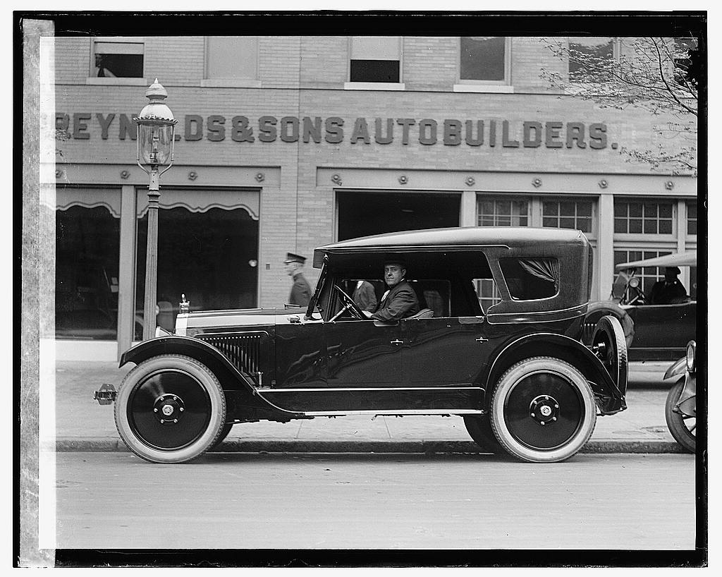16 x 20 Gallery Wrapped Frame Art Canvas Print of Automobile outside Reynolds & Sons Autobuilders 1922 National Photo Co  20a