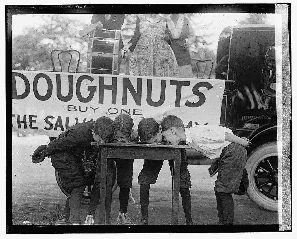 16 x 20 Gallery Wrapped Frame Art Canvas Print of Doughnut eating contest, 5/20/22 1922 National Photo Co  47a