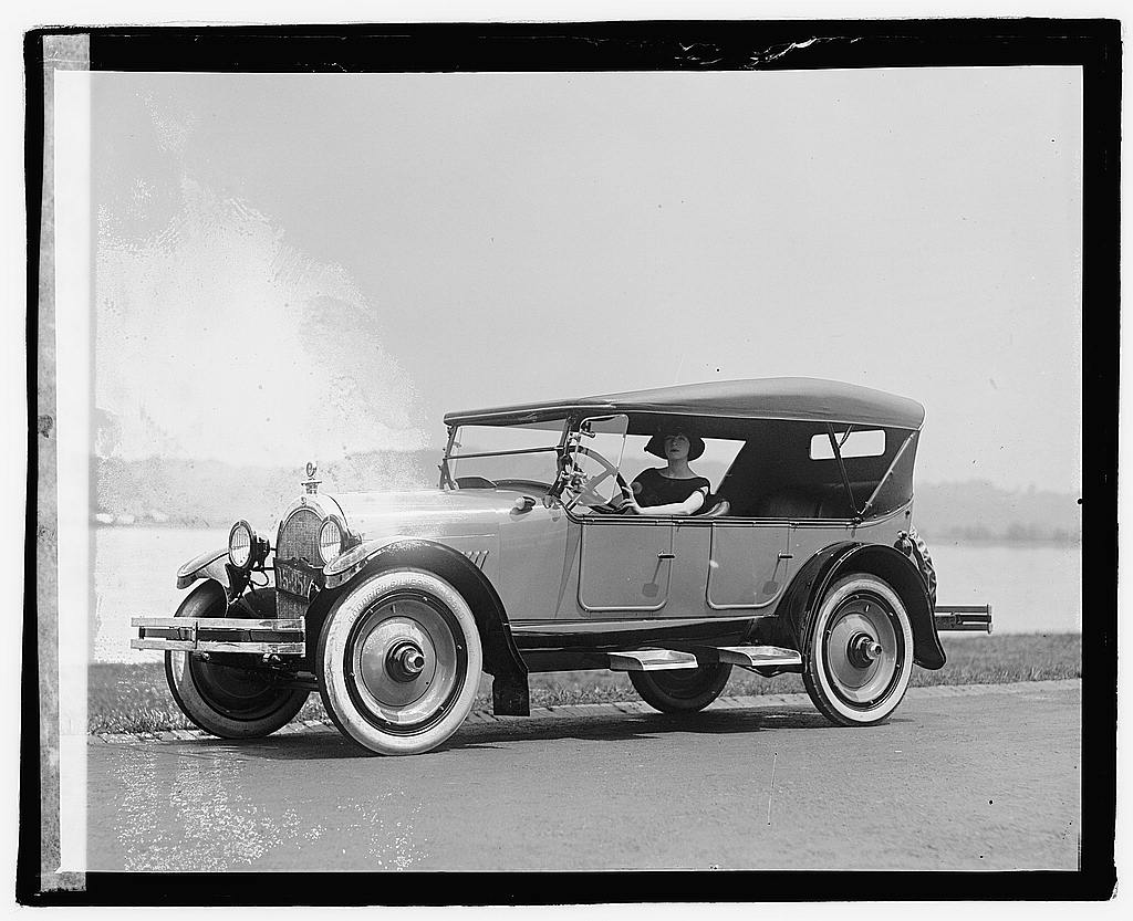 16 x 20 Reprinted Old Photo ofFannie Brice in Oldsmobile 1922 National Photo Co  28a