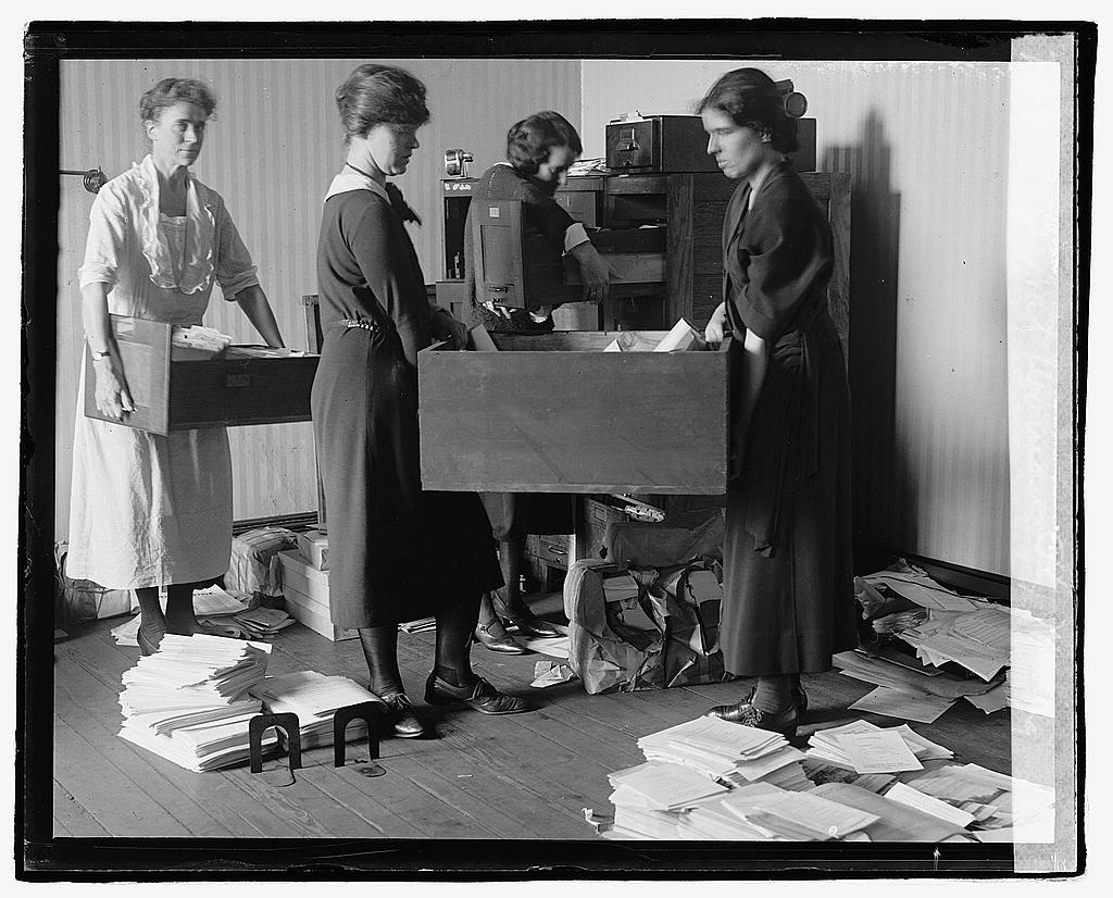 16 x 20 Reprinted Old Photo of Nat. Woman's Party moving, 10/15/22 1922 National Photo Co  60a