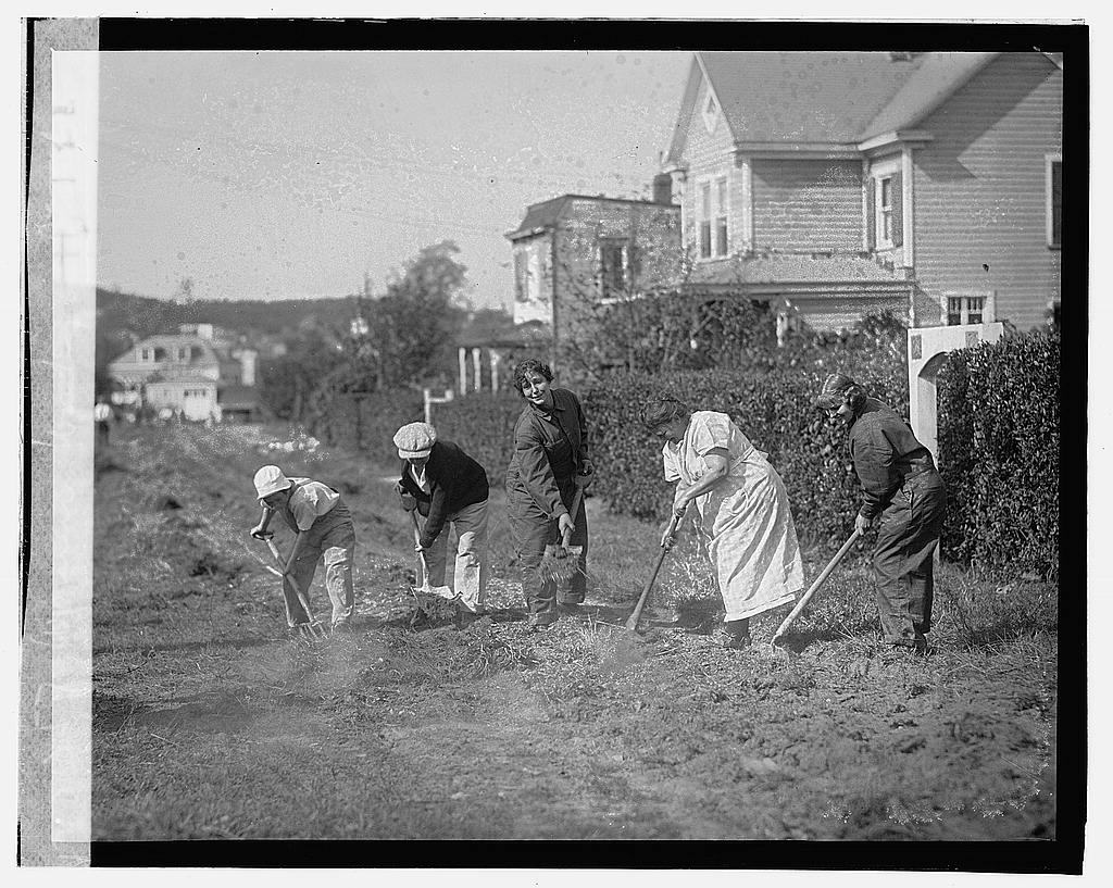 16 x 20 Gallery Wrapped Frame Art Canvas Print of Women working in Struts 1923 National Photo Co  00a
