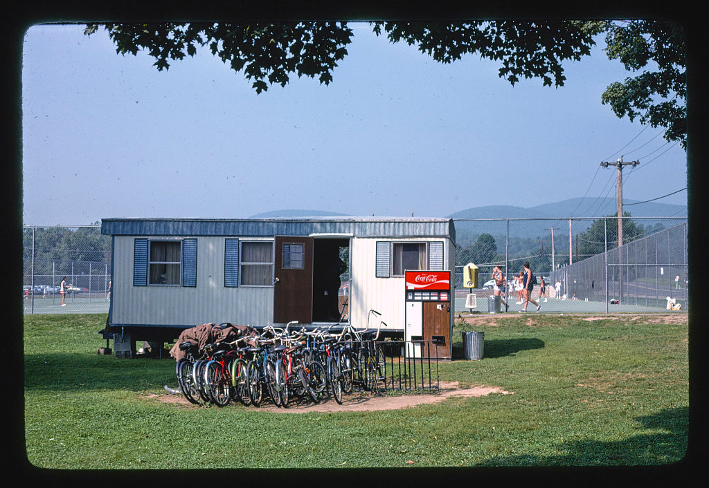 8 x 12 Photo of  Homowack Hotel/Lodge, Spring Glen, New York  1977 Margolies, John 73a