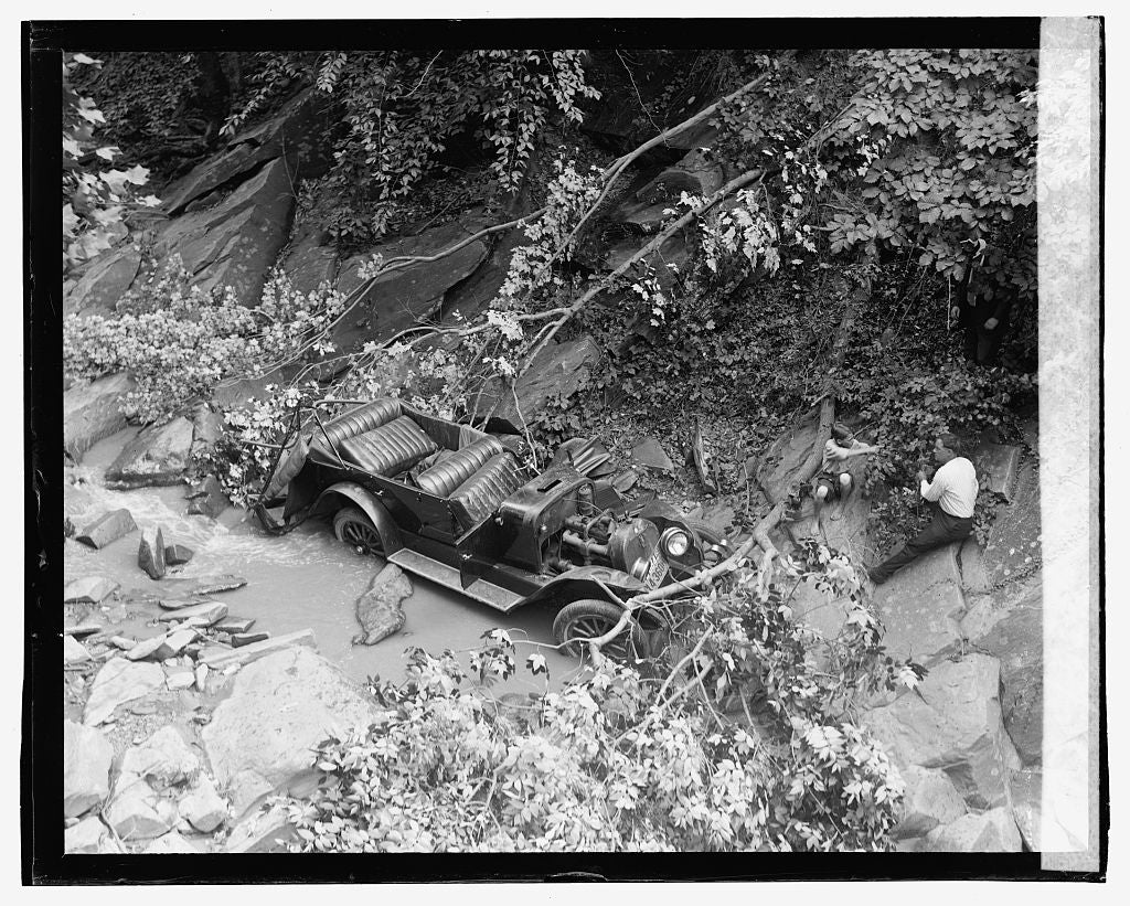 16 x 20 Gallery Wrapped Frame Art Canvas Print of Auto wreck, 7/30/23 1923 National Photo Co  95a