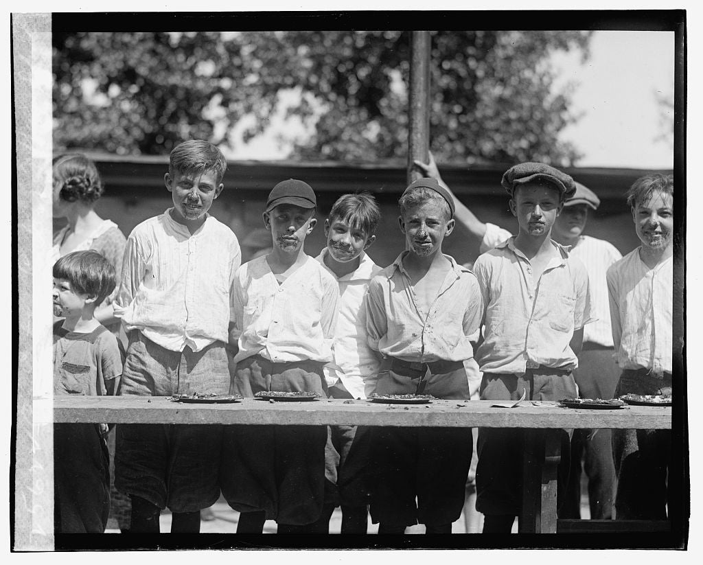 16 x 20 Gallery Wrapped Frame Art Canvas Print of Pie eating contest, Jefferson school, 8/2/23 1923 National Photo Co  85a