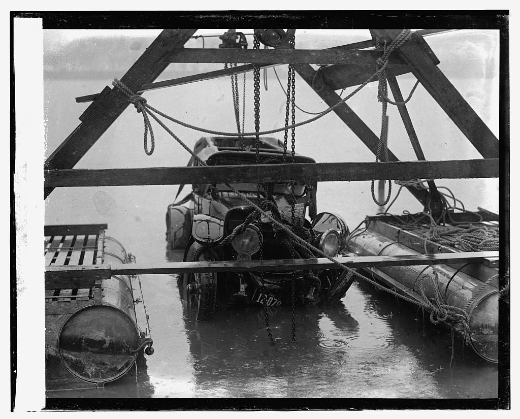 16 x 20 Gallery Wrapped Frame Art Canvas Print of Auto wreck, 12/31/23 1923 National Photo Co  31a