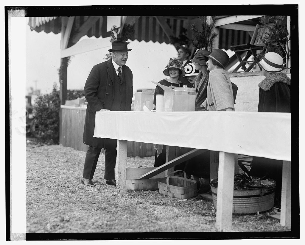 16 x 20 Gallery Wrapped Frame Art Canvas Print of Weeks at horseshow, 5/16/24 1924 National Photo Co  55a