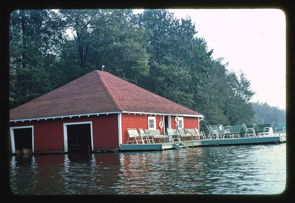 8 x 12 Photo of Menges boathouse (ca. 1940), Livingston Manor, New York 1977 Margolies, John 03a