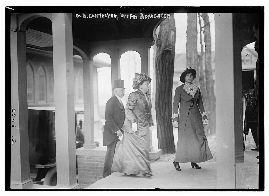 8 x 10 Photo of G.B. Cortelyou, wife & daughter 1913 G. Bain Collection 48a