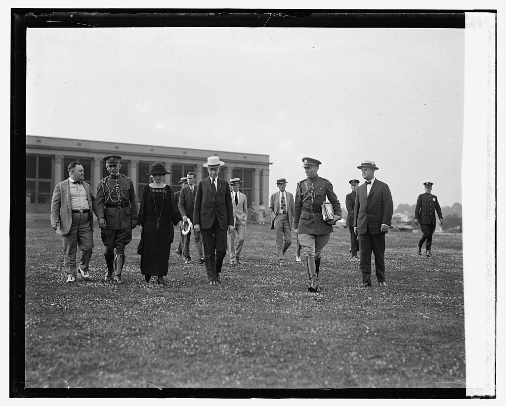 16 x 20 Gallery Wrapped Frame Art Canvas Print of Pres. & Mrs. Coolidge at Hanes Point, 7/31/24 1924 National Photo Co  82a