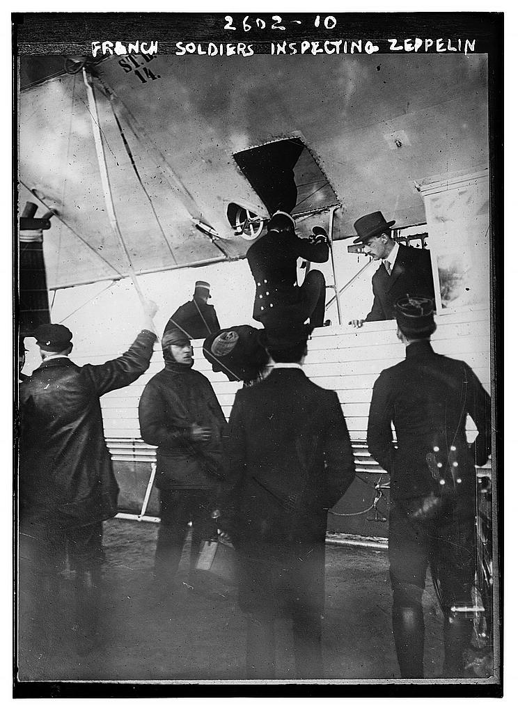 8 x 10 Photo of French soldiers inspecting Zeppelin 1913 G. Bain Collection 72a
