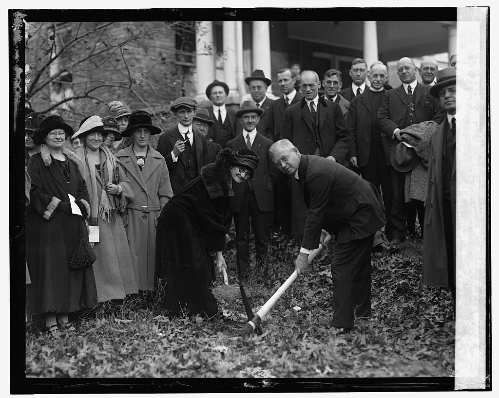 16 x 20 Reprinted Old Photo of Duncan Stuart & Mrs. E.K. Clinton break ground for Takoma Park Masonic Temple, 11/12/24 1924 National Photo Co  02a