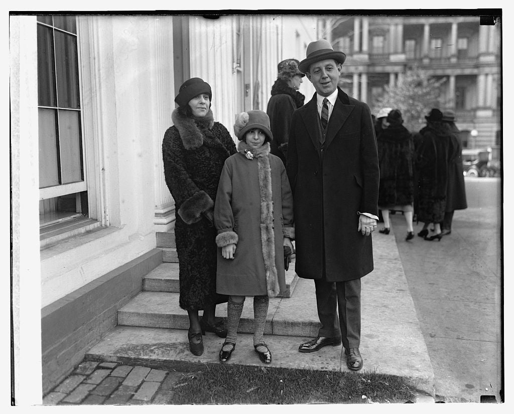 16 x 20 Reprinted Old Photo of Mr. & Mrs. Sidney Maybaum and daughter Frances Ruth Maybaum 1924 National Photo Co  44a