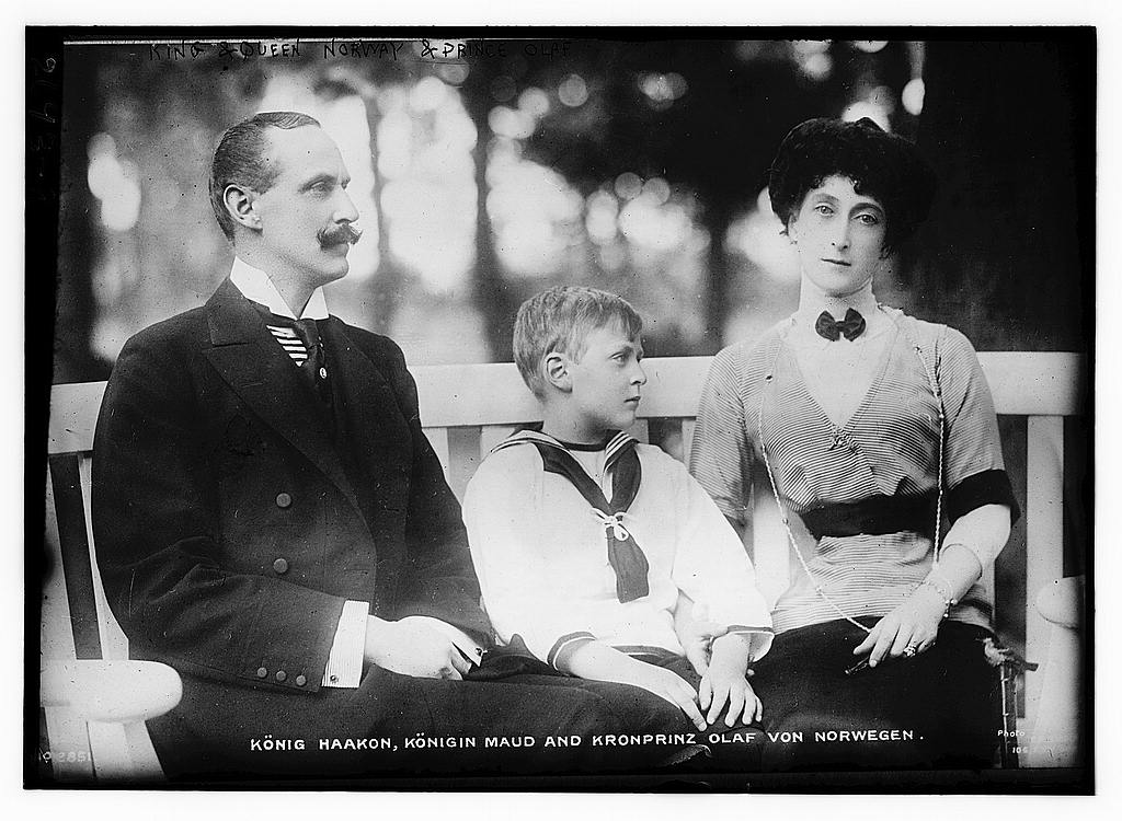8 x 10 Photo of King Haakon and Queen Maud of Norway and Crown Prince Olaf 1913 G. Bain Collection 71a