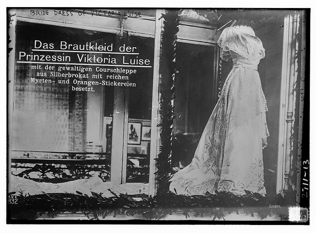 8 x 10 Photo of Bride dress of Victoria Louise 1913 G. Bain Collection 31a