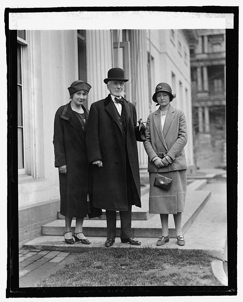 16 x 20 Reprinted Old Photo ofJoseph McKenna with granddaughter & her friend at W.H., 3/30/25 1925 National Photo Co  44a