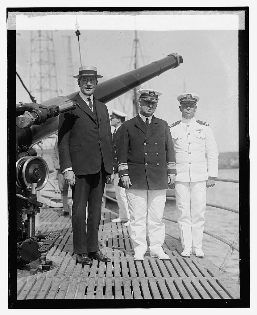 16 x 20 Reprinted Old Photo ofSec. Wilbur inspecting S-45 at Wash. Navy Yard, 6/12/25 1925 National Photo Co  92a