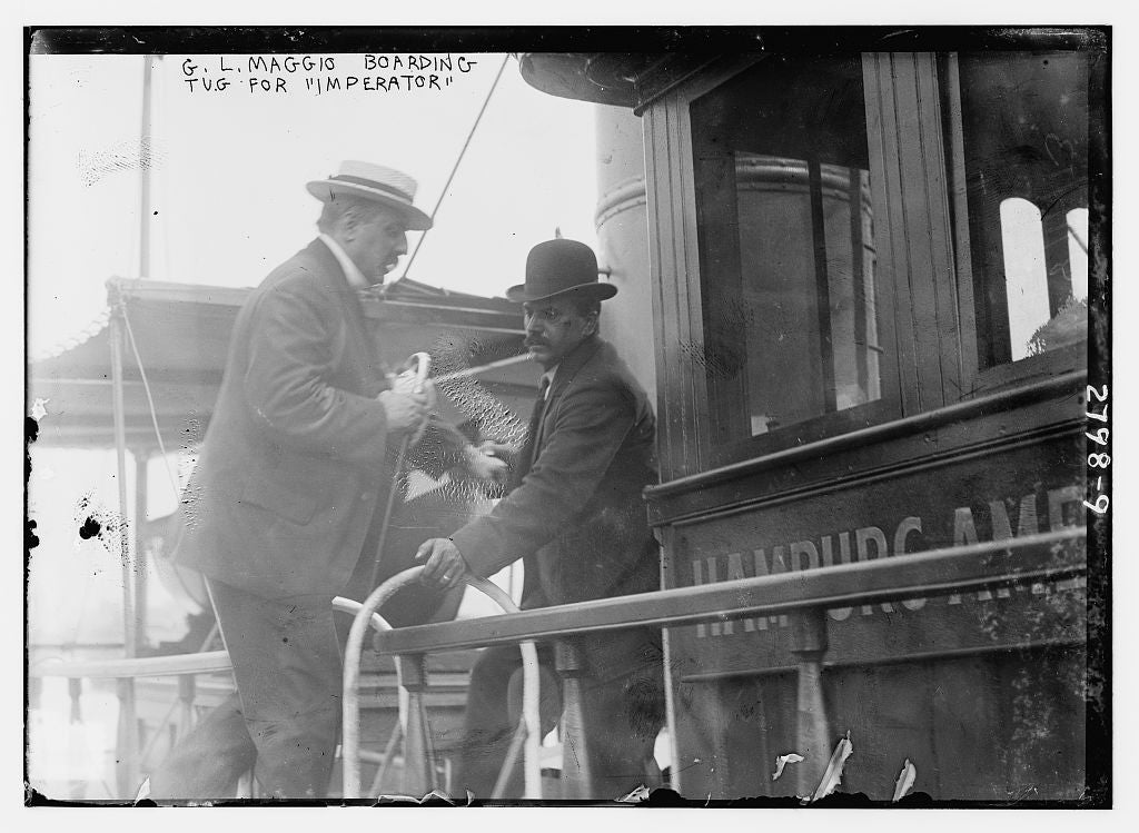 "8 x 10 Photo of G.L. Maggio boarding tug for ""IMPERATOR"" 1913 G. Bain Collection 54a"