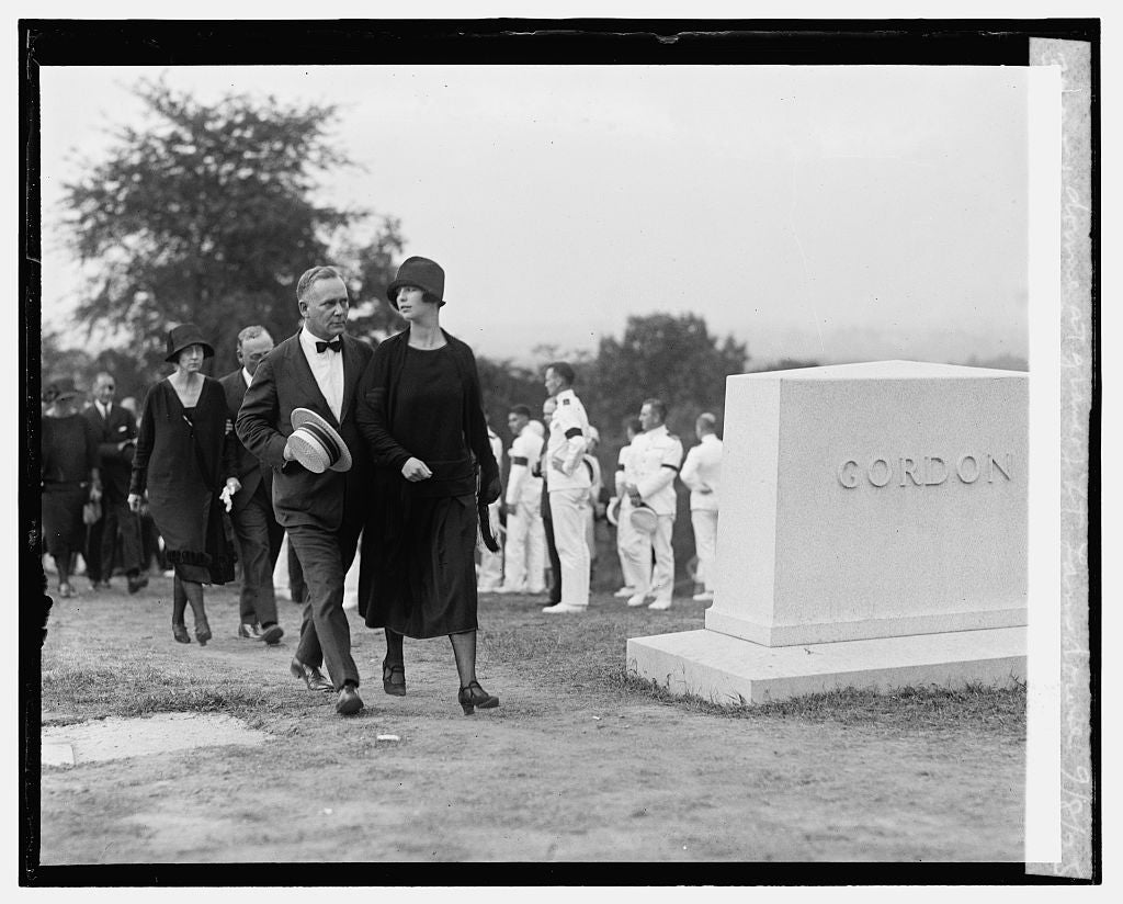16 x 20 Gallery Wrapped Frame Art Canvas Print of Mrs. Lansdowne & Mr. Knox Lansdowne at grave of Lt. Lansdowne, 9/8/25 1925 National Photo Co  23a