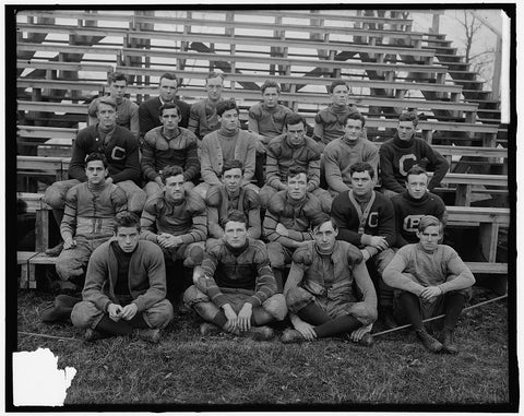 8 x 10 Reprinted Old Photo of Georgetown Football 1905-45 Harris & Ewing 30a