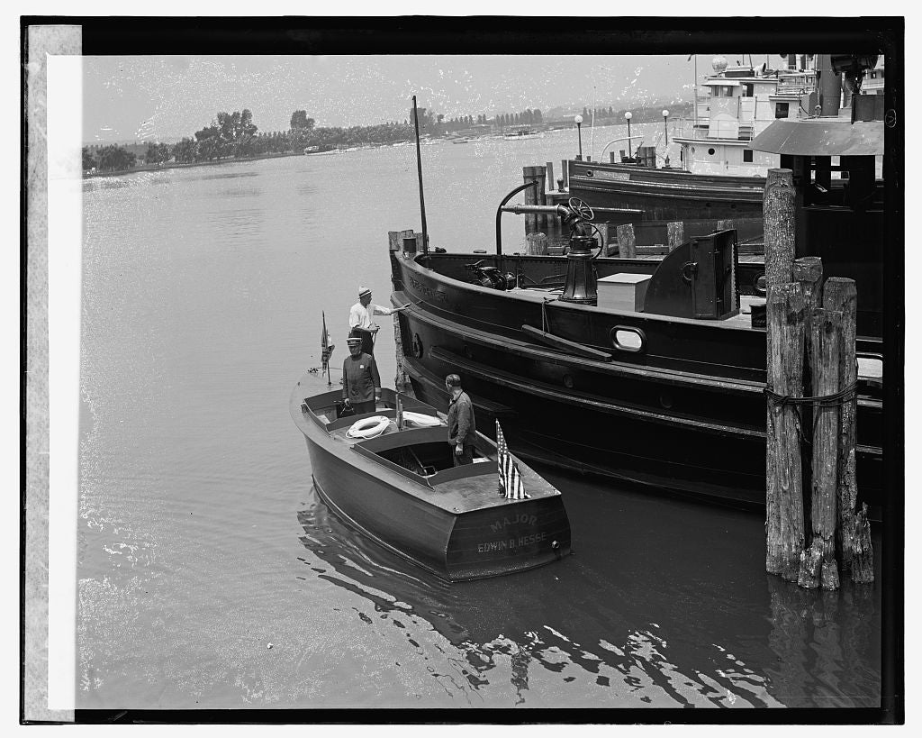 16 x 20 Gallery Wrapped Frame Art Canvas Print of Harbor police boat, 7/1/26 1926 National Photo Co  72a