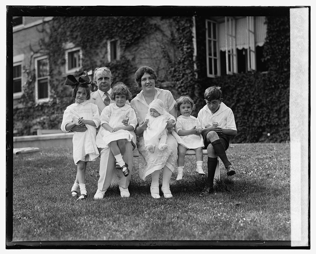 16 x 20 Gallery Wrapped Frame Art Canvas Print of Sec. & Mrs. Davis with Jean, Jane, Jewell, Joan, Jimmie, 7/7/26 1926 National Photo Co  39a