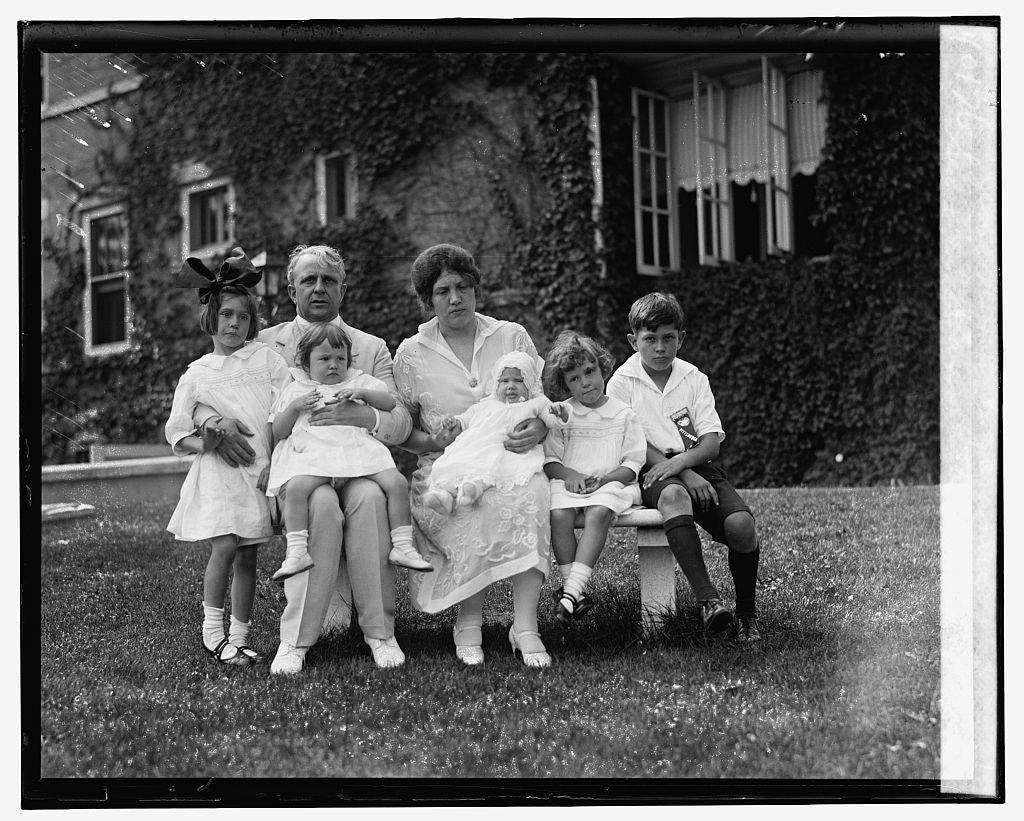 16 x 20 Gallery Wrapped Frame Art Canvas Print of Sec. & Mrs. Davis with Jean, Jane, Jewell, Joan, Jimmie, 7/7/26 1926 National Photo Co  77a