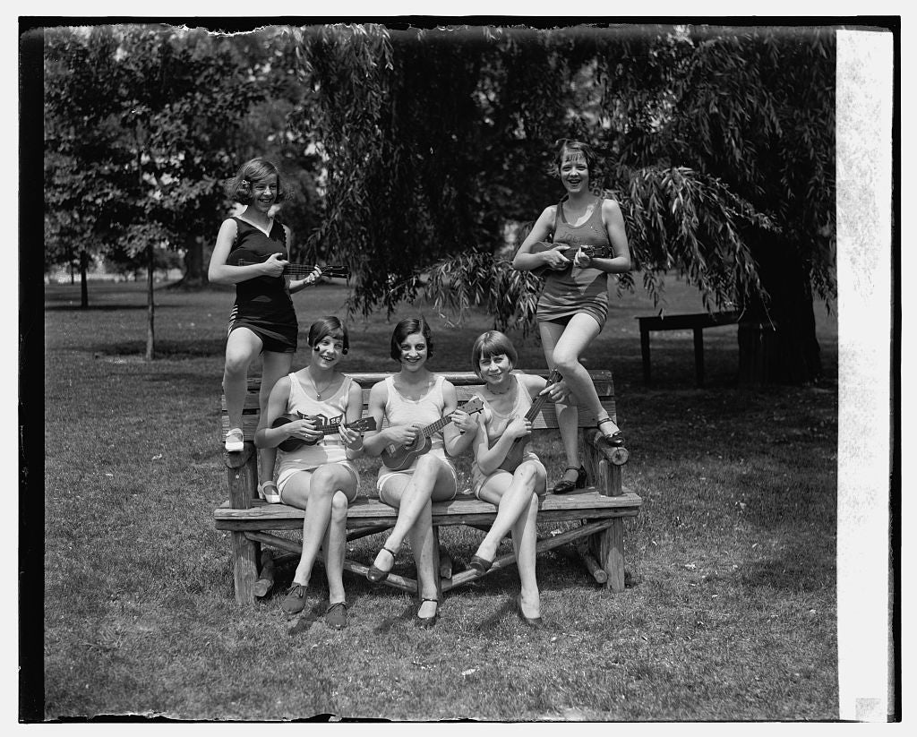 16 x 20 Gallery Wrapped Frame Art Canvas Print of Women in bathing suits with ukuleles, 7/9/26 1926 National Photo Co  92a