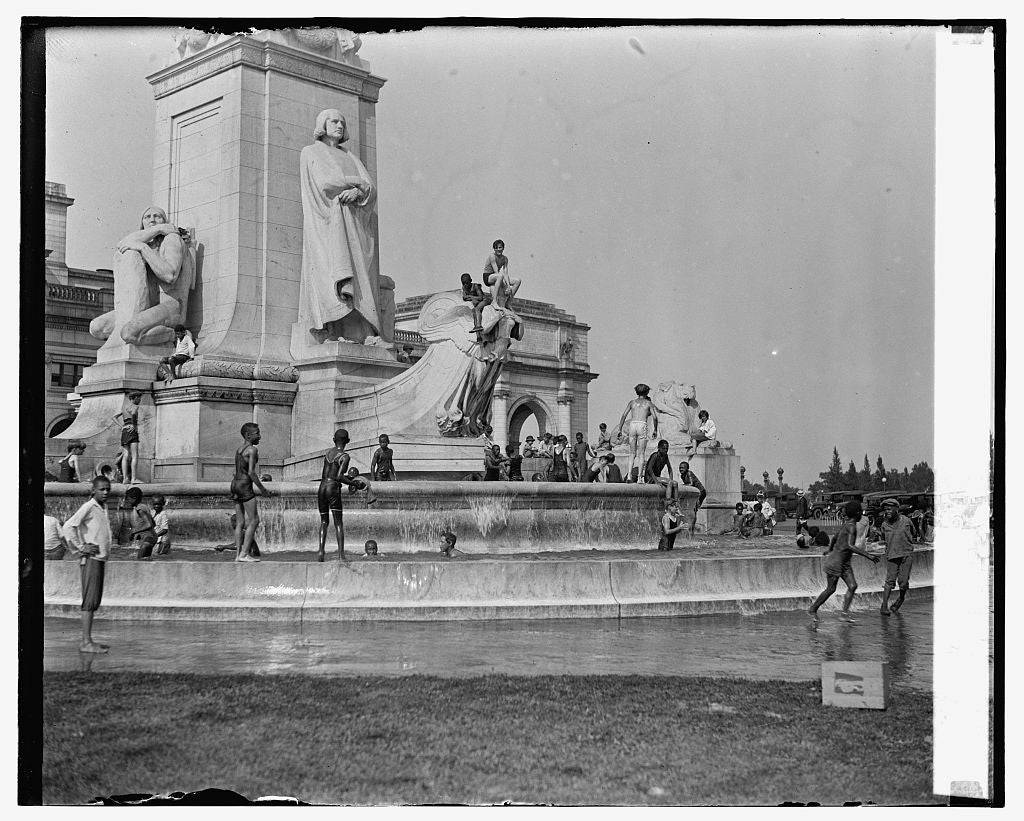 16 x 20 Gallery Wrapped Frame Art Canvas Print of Boys swimming at Columbus statue, 7/9/26 1926 National Photo Co  49a