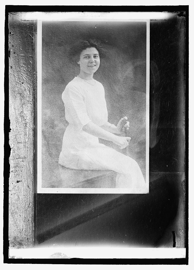 16 x 20 Reprinted Old Photo of Miss Arth 1909 National Photo Co  61a