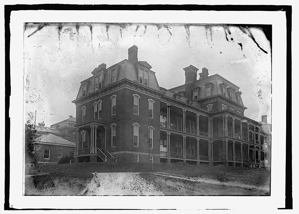 8 x 10 Reprinted Old Photo of  Soldier's Home, main hospital bldg. 1909 National Photo Co  28a