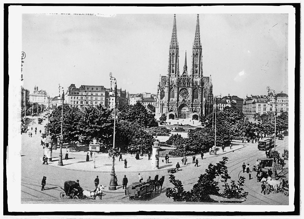 8 x 10 Reprinted Old Photo of Austria, Vienna. St. Steven's Cathedral 1914 National Photo Co  77a