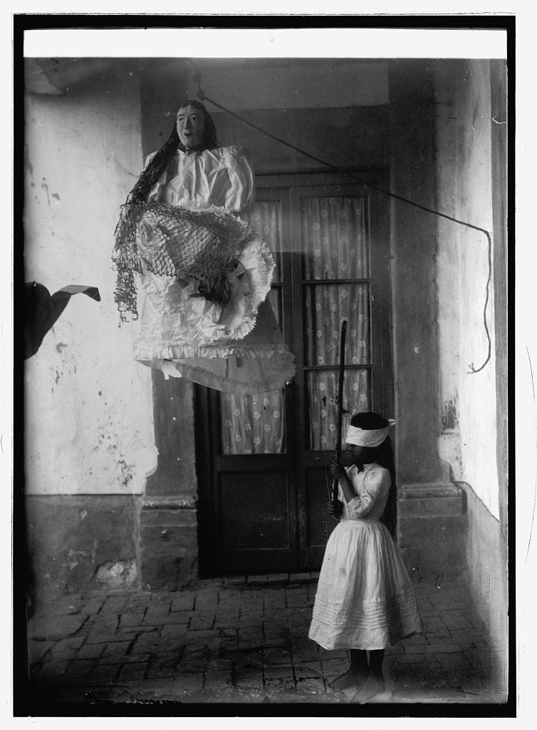 16 x 20 Reprinted Old Photo of Mexico Christmas breaking the pinata 1914 National Photo Co  05a