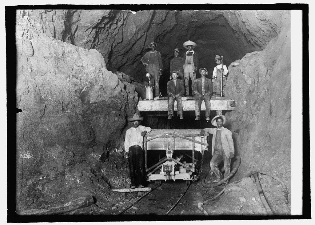 8 x 10 Reprinted Old Photo of Mexico, interior of Cunbre tunnel 1914 National Photo Co  42a