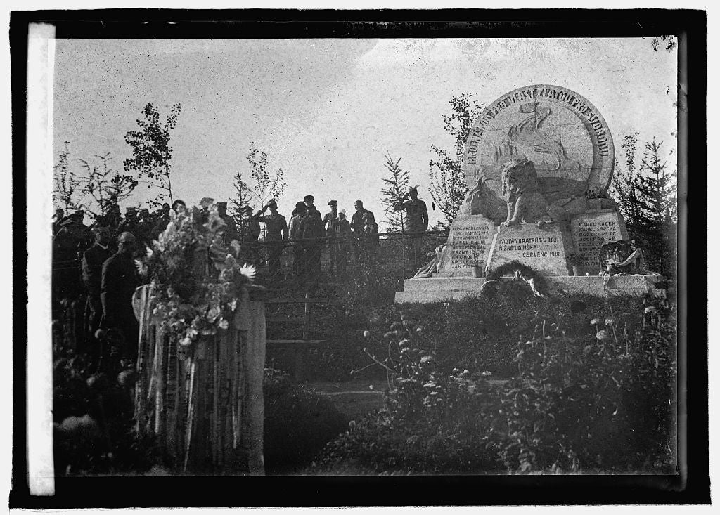 8 x 10 Reprinted Old Photo of Monument in Siberia erected by Czecho-Slovak soldiers for their dead 1920 National Photo Co  43a
