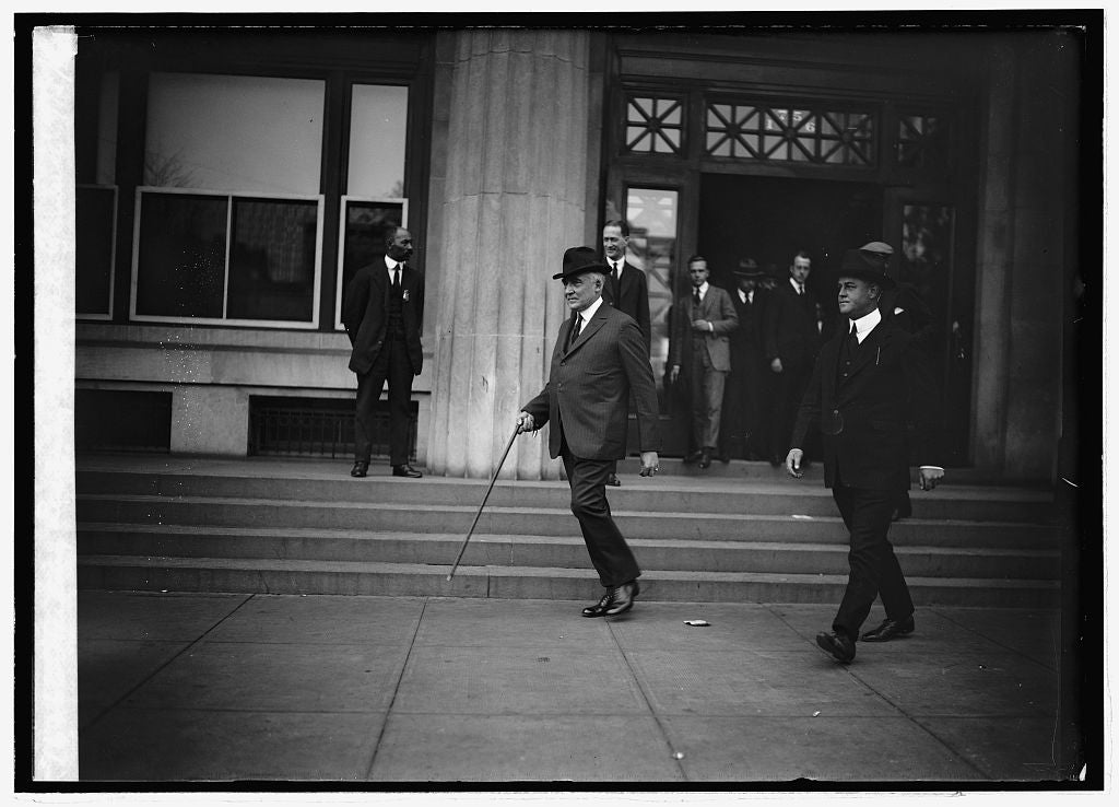 16 x 20 Reprinted Old Photo of Harding leaving Interstate Commerce, 10/15/21 1921 National Photo Co  64a