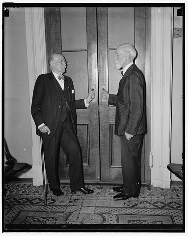 8 x 10 Reprinted Old Photo of Civil War Veterans Active As House Doorkeepers. Washington, D.C. May 28. William H. Young, 95, And Col. John T. Ryan, 90, Doorkeepers In The House 1937 Harris & Ewing 95a