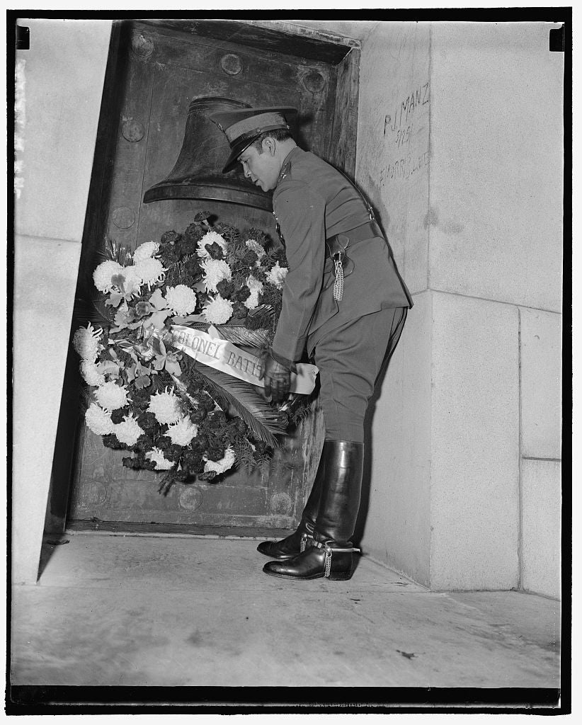 8 x 10 Reprinted Old Photo of Cuban Dictator Places Wreath At Maine Memorial. Washington, D.C., Nov. 12. Col. Fulgencio, Cuban Dictator, Placing A Wreath At The Maine Memorial  1938 Harris & Ewing 68a