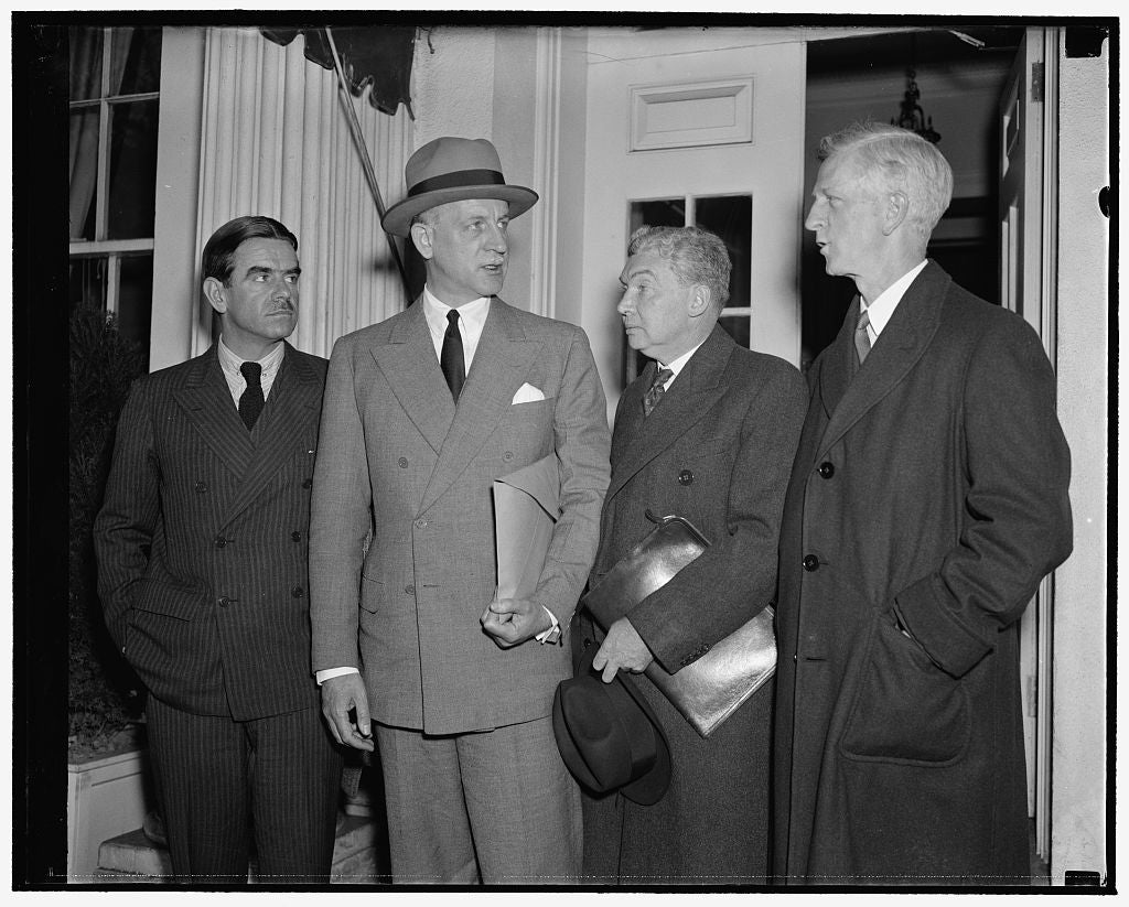 8 x 10 Reprinted Old Photo of Refugee Advisory Committee Reports To President Roosevelt. Washington, D.C., Nov. 16. Members Of The Advisory Committee On Refugees Leaving The Wh 1938 Harris & Ewing 94a