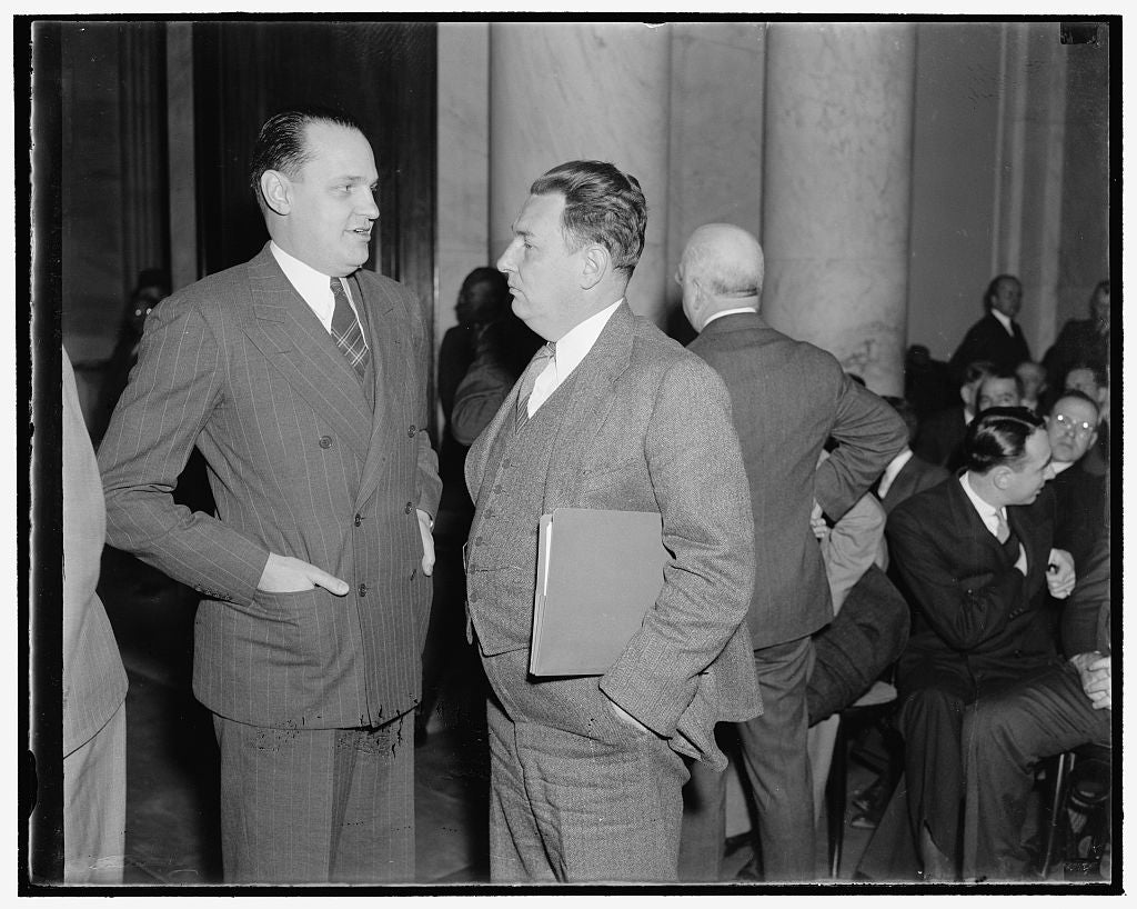 8 x 10 Reprinted Old Photo of At Monopoly Hearing. Washington, D.C., Dec. 1. Dr. Willard Thorp, Left, Dun And Bradstreet Economist Not With The Commerce Department. Leon Hender 1938 Harris & Ewing 90a