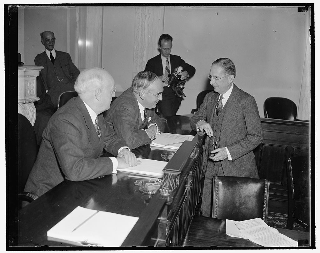 8 x 10 Reprinted Old Photo of Senate Committee Questions Dupont. Washington, D.C., Dec. 1. Lammont Dupont, President Of The E.I. Dupont De Nemours Co. Interests, As He Was Ques 1938 Harris & Ewing 96a