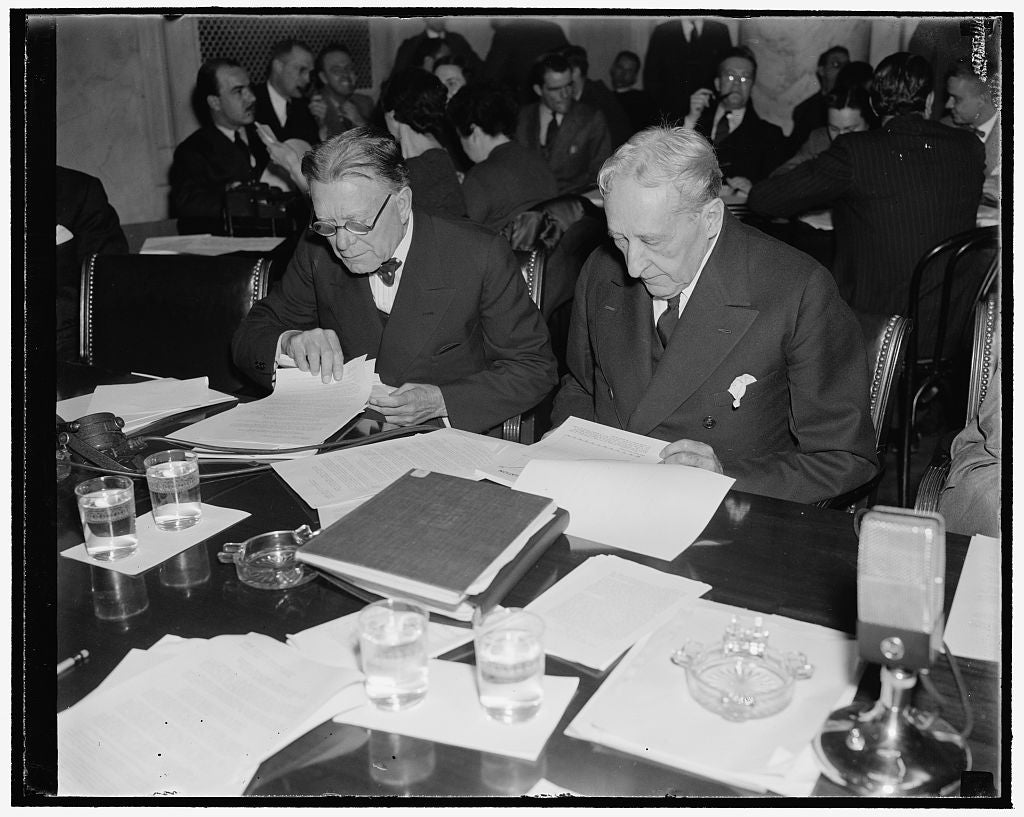 8 x 10 Reprinted Old Photo of Examine First Evidence Offered To Monopoly Committee. Washington, D.C., Dec. 1. Senator William E. Borah, Left, Republican Of Idaho, And Senator W 1938 Harris & Ewing 99a