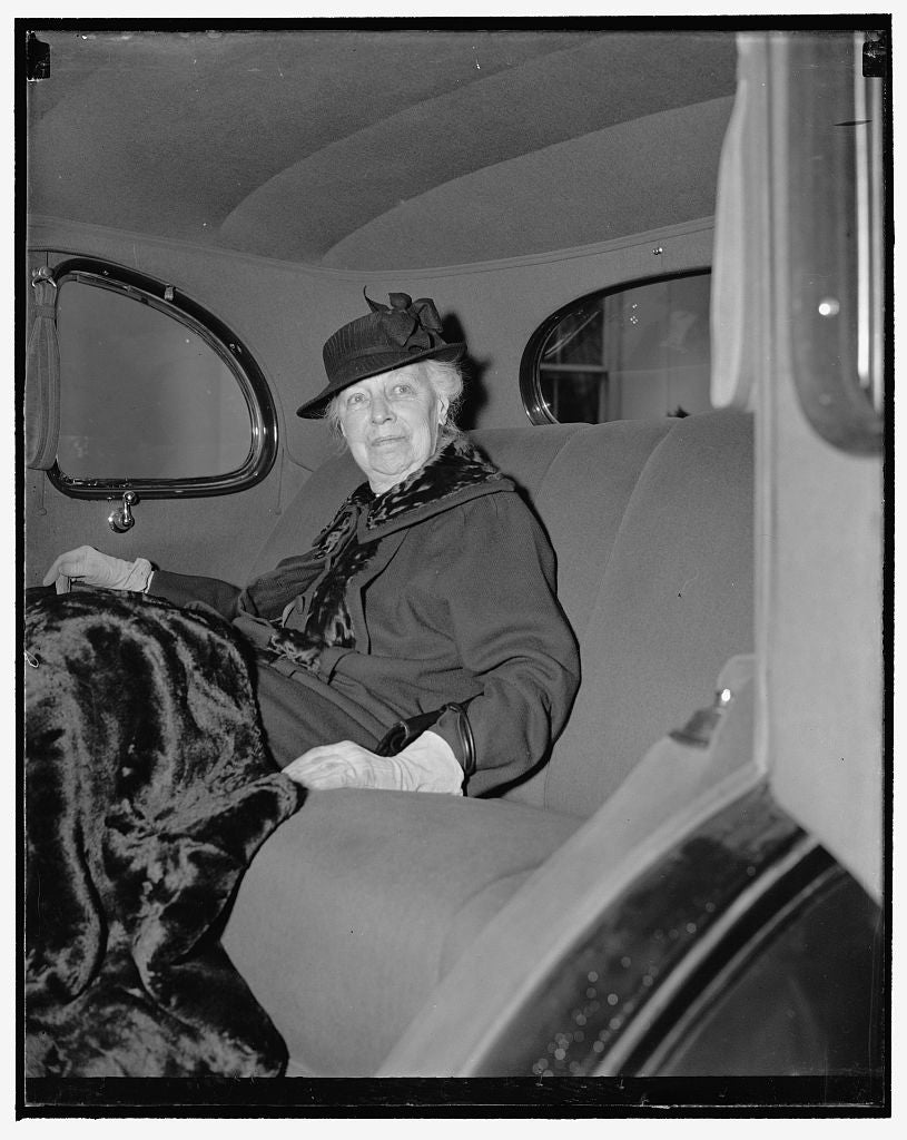 8 x 10 Reprinted Old Photo of Former First Lady. Washington, D.C., Dec. 6. Seldom Photographed, Mrs. William Howard Taft, Widow Of The Late President And Chief Justice Of The S 1938 Harris & Ewing 35a