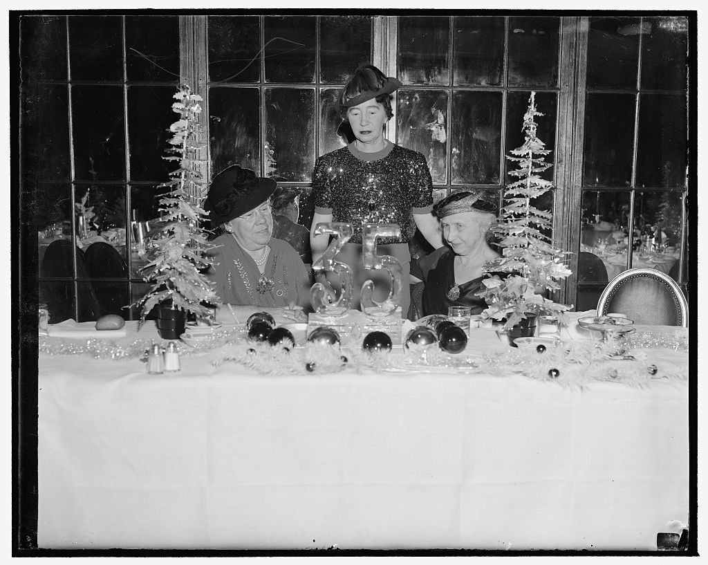 8 x 10 Reprinted Old Photo of Mrs. Jane Elliot, Mrs. Harris, Mrs. Henry C. Coke, Cultus Club Luncheon, 12/13/38 1938 Harris & Ewing 79a