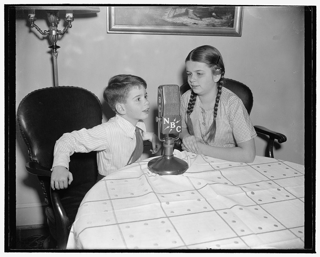 8 x 10 Reprinted Old Photo of Graela And Dieter Tannenberg, Children Of The First Secretary Of The German Embassy And Frau Tannenberg 1939 Harris & Ewing 28a