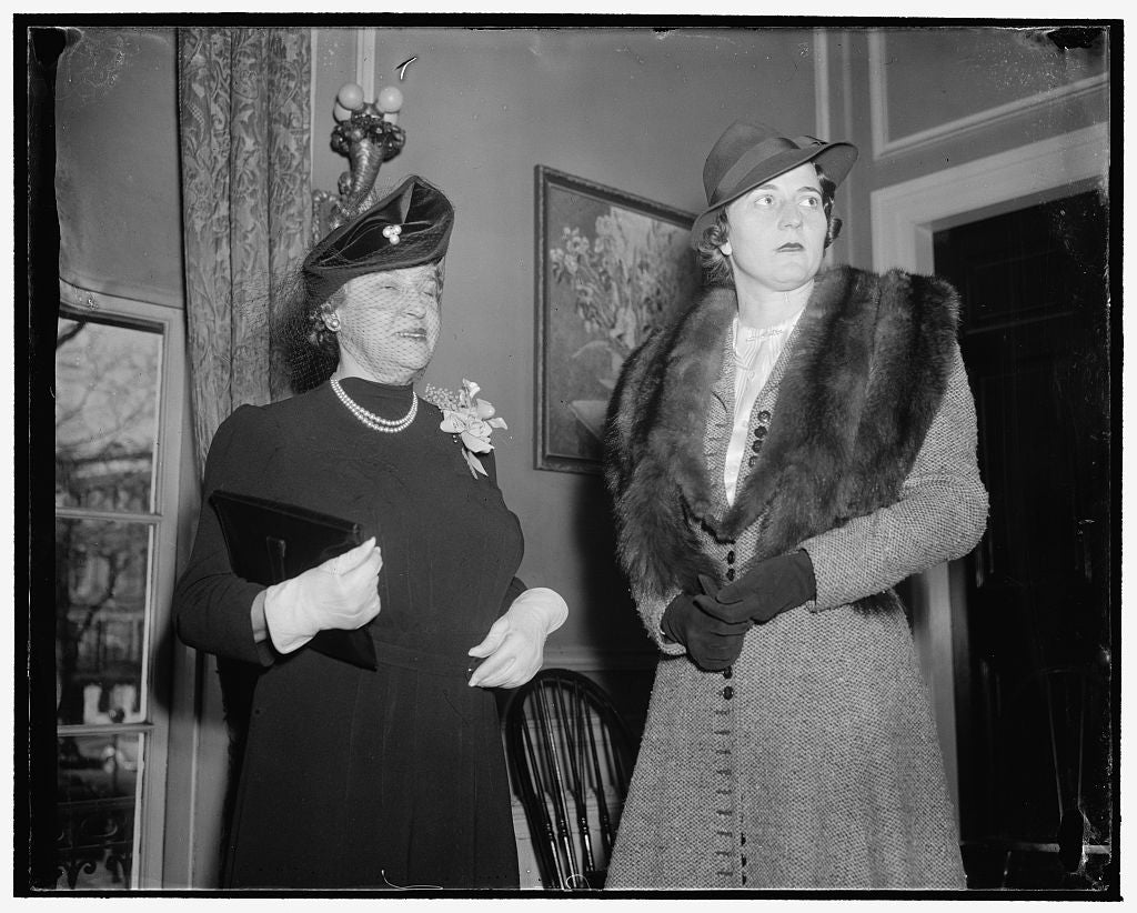 8 x 10 Reprinted Old Photo of Mrs. Alexander B. Dye, Left; Mrs. Richard B. Patterson, Wife Of Asst. Secry. Of Commerce, 1/5/39 1937 Harris & Ewing 17a