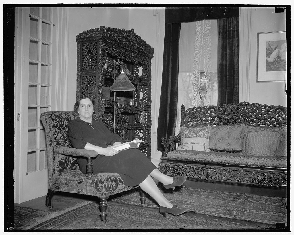 8 x 10 Reprinted Old Photo of Mrs. Robert Taft 1940 Harris & Ewing 68a