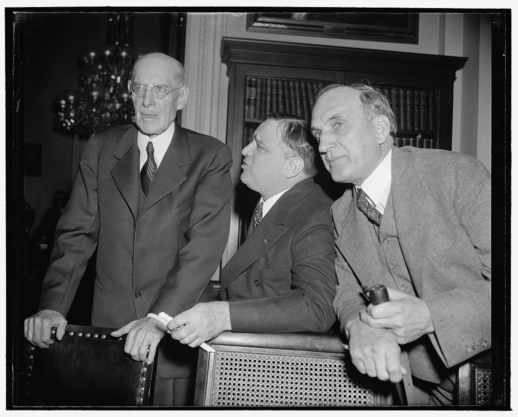 8 x 10 Reprinted Old Photo of N.Y. Mayor Pleads For More Relief Money. Washington, D.C., Jan. 9. New York's Mayor Fiorello La Guardia, Appearing Before The House Appropriations 1937 Harris & Ewing 73a