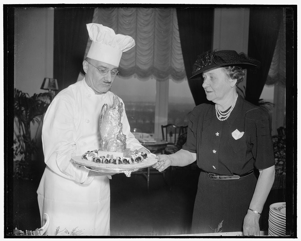 8 x 10 Reprinted Old Photo of Issues Final Orders To Chef. Washington, D.C., Jan. 10. Mrs. John N. Garner, Wife Of The Vice President, Who For The First Time This Year Entertai 1939 Harris & Ewing 88a